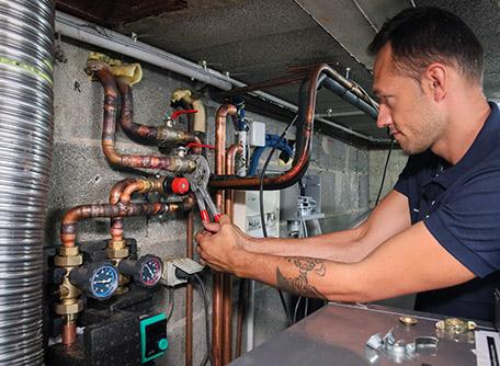 SMT Energies vous propose un contrat d'entretien pour votre chaudière granulés