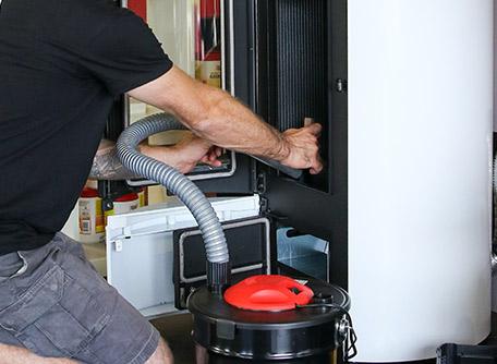 SMT Energies vous propose un contrat d'entretien pour votre poêle à granulés